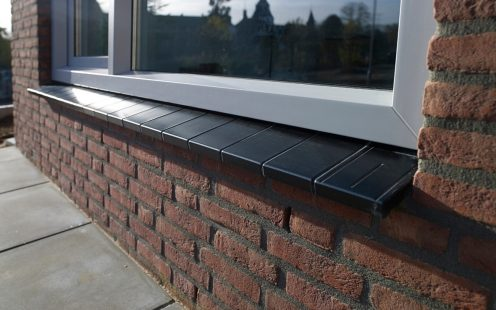 New construction window sills enclosed houses, Heel. Terca ceramic, black window sill.