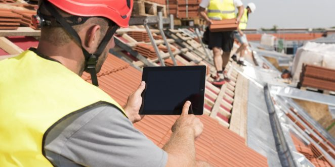 Roofer with ipad - layered version with bluescreen, Fast Forward Commercial Excellence